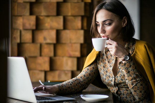 business-woman-with-laptop-cafe.jpg