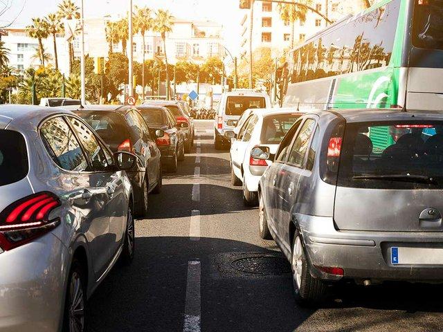 road-traffic-jam-rush-hour-city-life.jpg