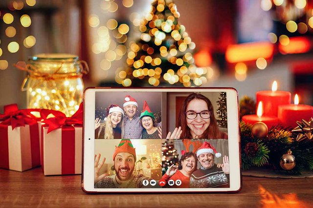 tablet-cozy-room-video-call-during-xmas.jpg