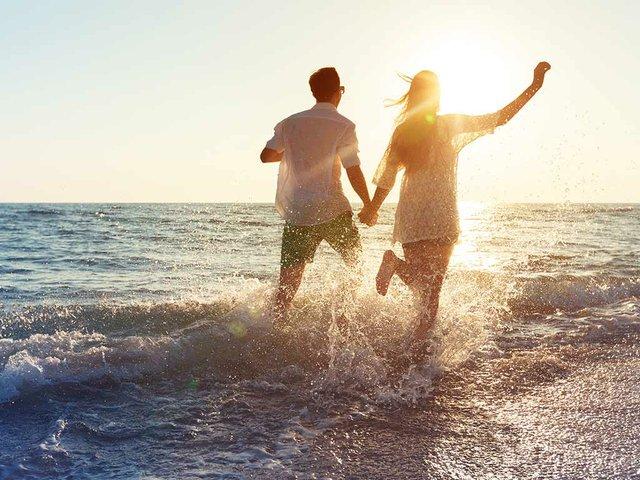 young-couple-enjoying-the-sea.jpg