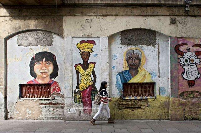 el-raval-murals-amb-dones.jpg