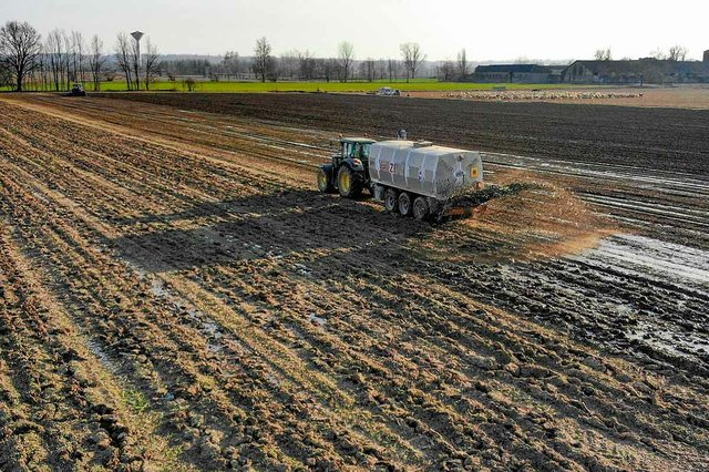tractor-fertilizing-field.jpg