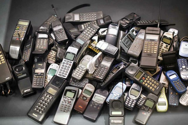 stack-old-mobile-phones.jpg