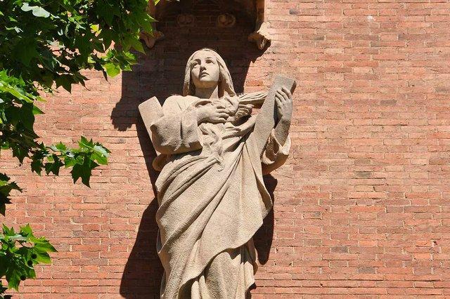 Santa-Eulàlia,-Pavelló-de-l'administració-de-l'Hospital-de-Sant-Pau-CC-BY-SA-2.0-via-Wikimedia-Commons-01.jpg
