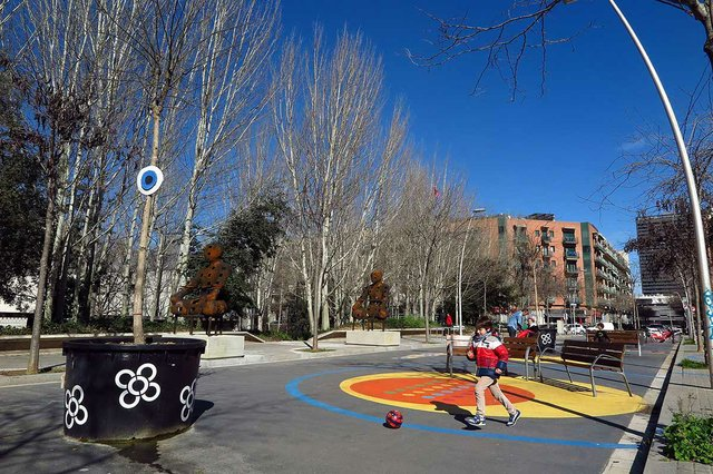 superilla-del-poblenou-2018-parc-infantil-photo-by-Vicente-Zambrano-González-courtesy-of-Ajuntament-de-Barcleona-(CC-BY-NC-ND-4.0).jpg