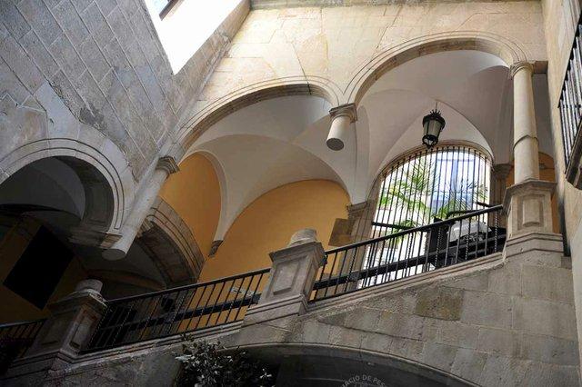 Palau-Mercader-interor-patio,-photo-by-Josep-Bracons-(CC-BY-SA-2.0).-.jpg