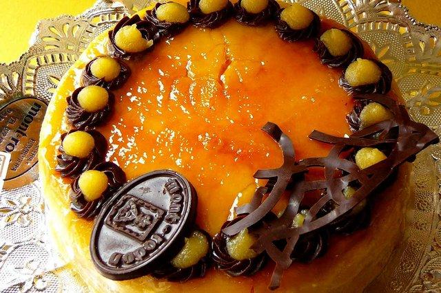 Pastis-de-Pasqua---Mona-photo-by-marimbajlamesa-(CC-BY-ND-2.0).jpg