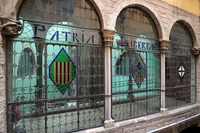 centre-excursionista-de-catalunya-windows-photo-by-Vicente-Zambrano-González-courtesy-of-Ajuntament-de-Barcelona-(CC-BY-NC-ND-4.0).jpg