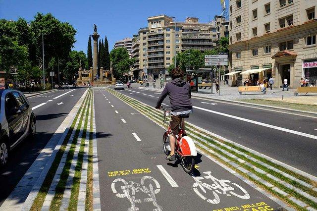 passeig-de-sant-joan-carrils-bici-photo-by-Vicente-Zambrano-González-courtesy-of-the-Ajuntament-de-Barcelona-(CC-BY-NC-ND-4.0).jpg
