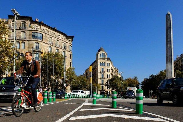 carril-bici-a-la-placa-del-cinc-doros-photo-by-Edu-Bayer-courtesy-of-the-Ajuntament-de-Barcelona-(CC-BY-NC-ND-4.0)-02.jpg