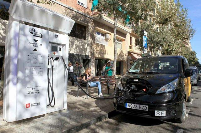 punt-de-carrega-electric-taxi-photo-courtesy-of-the-Ajuntament-de-Barcelona-(CC-BY-NC-ND-4.0).jpg