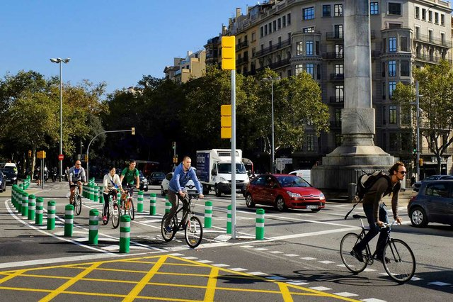 carril-bici-a-la-placa-del-cinc-doros-photo-by-Vicente-Zambrano-González-courtesy-of-the-Ajuntament-de-Barcelona-(CC-BY-NC-ND-4.0).jpg