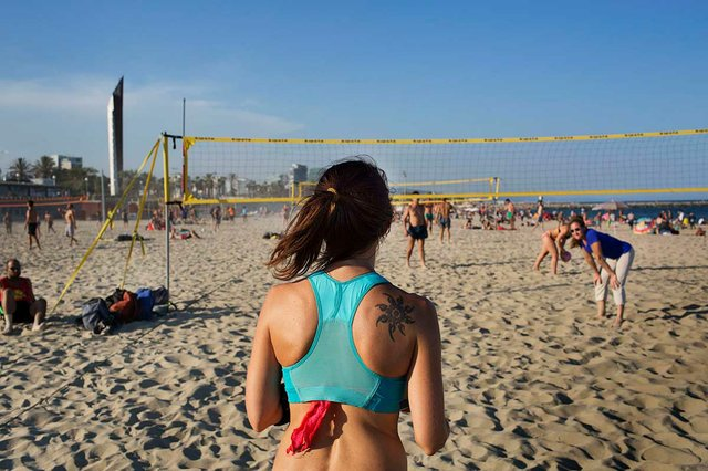 beach-volleyball-photo-by-Paola-de-Grenet-courtesy-of-the-Ajuntament-de-Barcelona-(CC-BY-NC-ND-4.0).jpg
