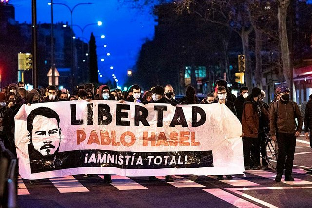 Protesters-calling-for-amnesty-for-the-Catalan-musician-Pablo-Hasél-in-Zaragoza-Feb-6,-2021-photo-by-Christoph-Pleininger-(CC-BY-SA-4.0).jpg