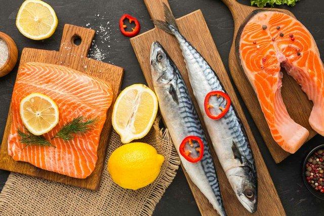 lemon-slices-salmon-fillets-and-mackrel-fish-arrangement.jpg