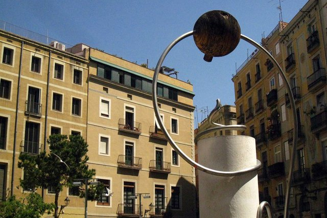 George-Orwell-Plaza-Barcelona,-sculpture-by-Leandre-Cristòfol-photo-by-Enfo-(CC-BY-SA-30).jpg