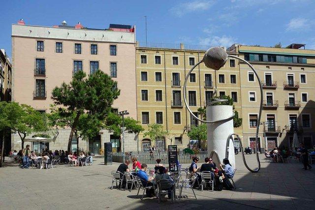 placa-de-george-orwell-amb-lescultura-photo-by-Vicente-Zambrano-González-courtesy-of-Ajuntament-de-Barcelona-(CC-BY-NC-ND-4.0).jpg