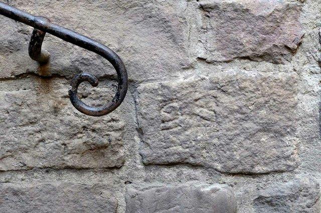 inscripcions-hebrees-a-la-placa-de-sant-iu-photo-by-Vicente-Zambrano-González-courtesy-of-Ajuntament-de-Barcelona-(CC-BY-NC-ND-4.0)-03.jpg