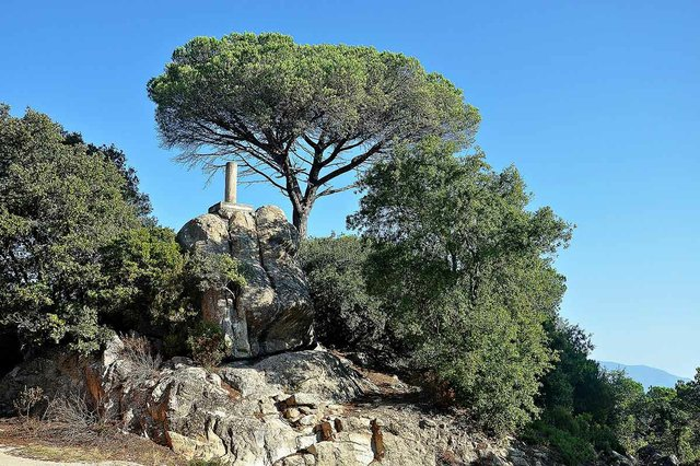 Turo Rodo near Orrius-Alberto-g-rovi,-CC-BY-3.0,-via-Wikimedia-Commons.jpg