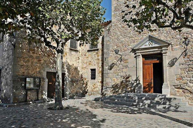 Iglesia_de_Sant_Andreu-Orrius_Alberto-g-rovi,-CC-BY-SA-4.0,-via-Wikimedia-Commons.jpg