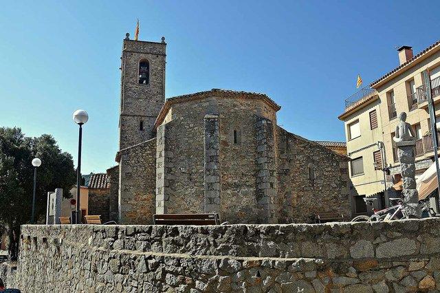 Iglesia_de_Sant_Andreu-Orrius-Alberto-g-rovi,-CC-BY-SA-4.0,-via-Wikimedia-Commons.jpg