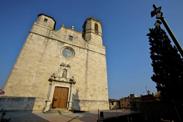 Església_Sant_Feliu_Pirinexus-via-verde-ruta-del-carrilet-2-photo-courtesy-Consorci-de-les-Vies-Verdes-de-Girona-05.jpg