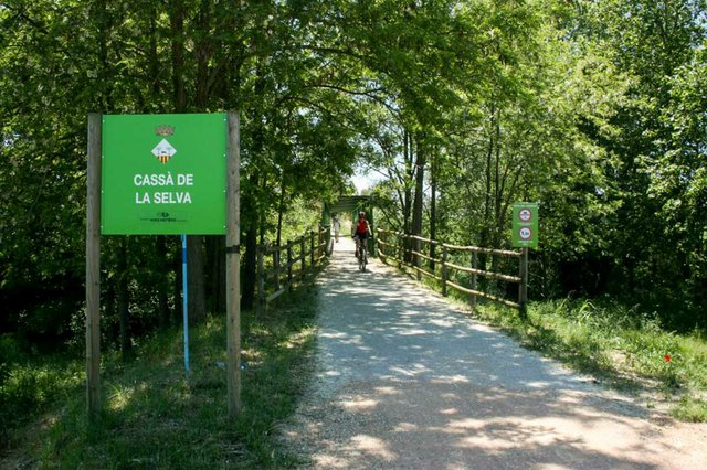 via-verde-ruta-del-carrilet-2-photo-courtesy-Consorci-de-les-Vies-Verdes-de-Girona-02.jpg