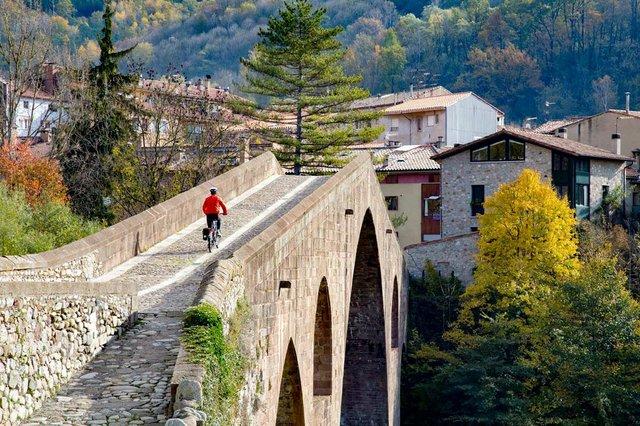 Ruta-del-Ferro-i-del-Carbó-from-Ripoll-to-Sant-Joan-de-les-Abadesses.-Photo-courtesy-of-Consorci-de-les-Vies-Verdes-de-Girona-02.jpg