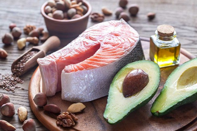 avocado-fish-nuts-olive-oil-food-with-omega-3-fats.jpg