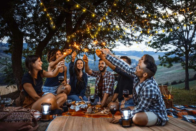 group-friends-spending-time--picnic-barbeque.jpg