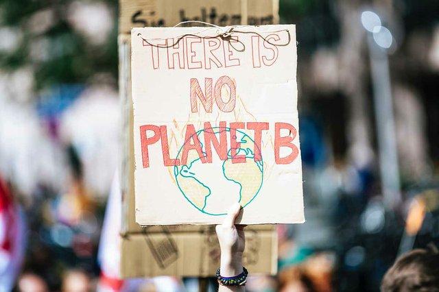 climate-change-protest-Lorenzer-Platz,-Nürnberg,-Deutschland-Oct-3019-markus-spiske-TknRspuNTJs-unsplash.jpg