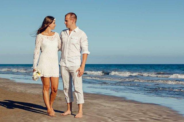 bride-groom-beach-wedding.jpg