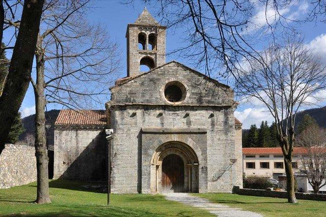 Sant-Pere-de-Camprodon-Photo-by-Josep-Bracons-(CC-BY-SA-2.0).jpg