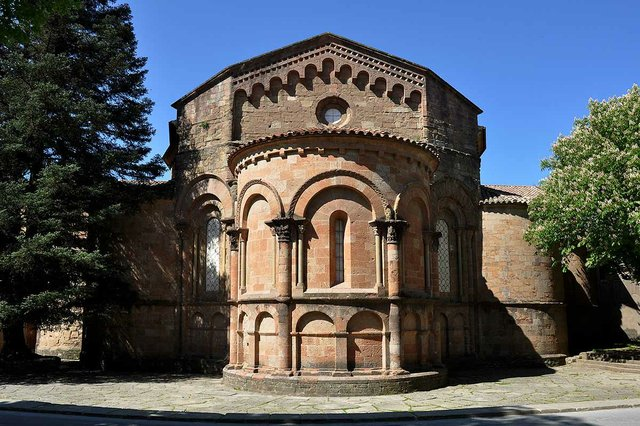 Sant-Joan-de-les-Abadesses,-Photo-by-Lux-Mundi-(CC-BY-2.0)-02.jpg