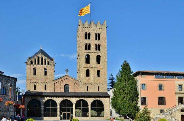 Monestir_de_Santa_Maria_de_Ripoll_MARIA-ROSA-FERRE-✿,-CC-BY-SA-2.0,-via-Wikimedia-Commons.jpg