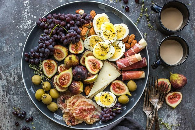 cheese-plate-with-ham-and-figs.jpg