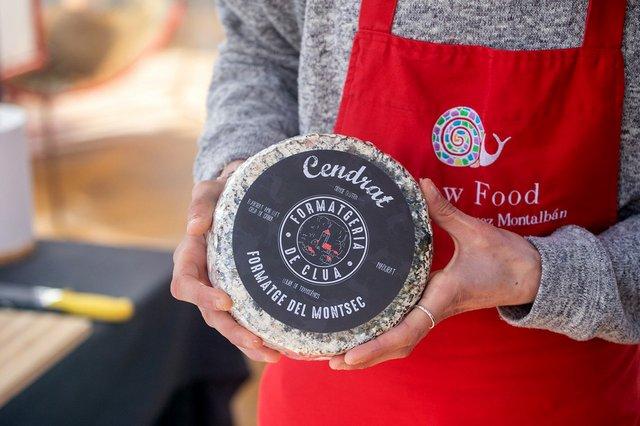 woman-holding-cheese-close-up-at-mercat-de-la-terra-barcelona-FB.jpg