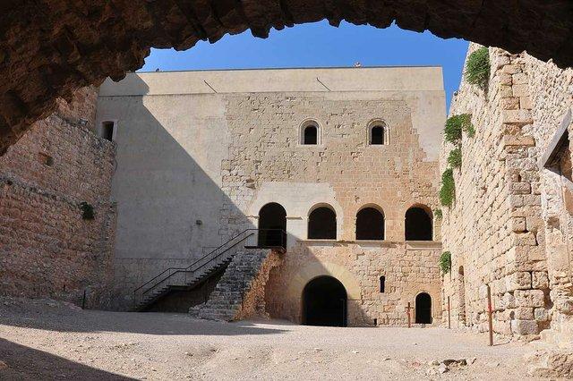 Castell-de-Miravet-photo-by-Fèlix-González-(CC-BY-NC-ND-2.0)-02.jpg
