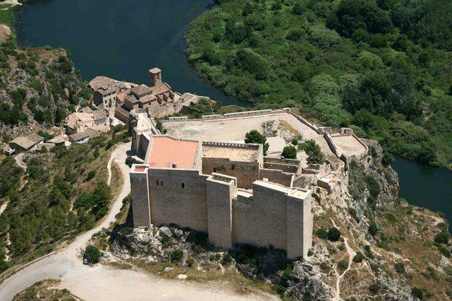 CastellMiravet-by-AVIOTEC.jpg