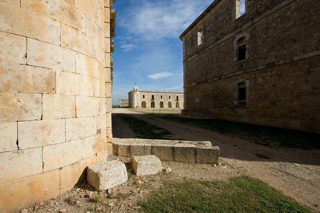 Castell-de-Sant-Ferran-de-Figueres-photo-by-Bob-Masters-courtesy-of-the-Generalitat-de-Catalunya-(CC-BY-NC-ND-2.0)-03.jpg