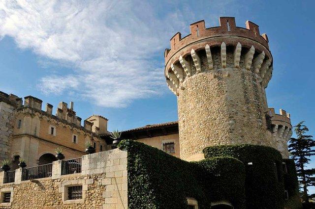 Castell_de_Peralada,_Spain-photo-by-Doronenko,-CC-BY-SA-3.0,-via-Wikimedia-Commons.jpg