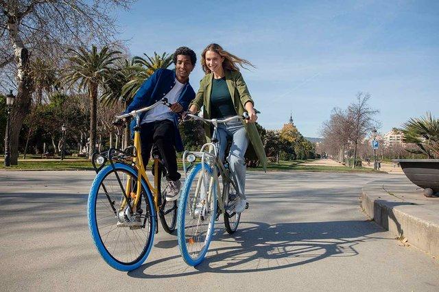 two-cyclists-on-swapfiets-bikes.jpg