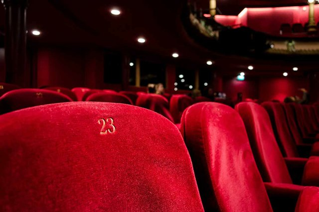 row-of-red-theater-chairs.jpg