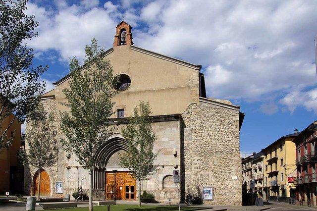 Esglesia_Sant_Domenec-photo-by-DagafeSQV,-CC-BY-SA-3.0-via-Wikimedia-Commons.jpg