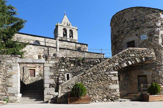 Torre-de-Bernat-de-So-LLÍVIA,-photo-by-ANSELM-PALLÀS-(CC-BY-NC-ND-2.0).jpg
