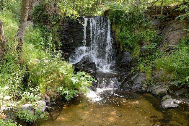 LLÍVIA,-photo-by-ANSELM-PALLÀS-(CC-BY-NC-ND-2.0)-waterfall.jpg