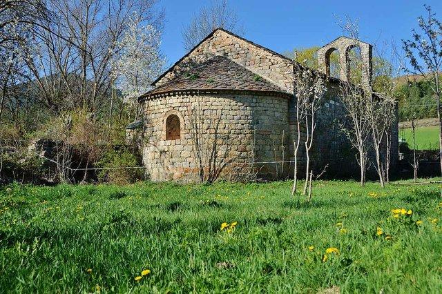 Iglesia_romànica_de_Sant_Serni_de_Coborriu_de_Bellver_de_Cerdanya_photo-by-MARIA-ROSA-FERRE-CC-BY-SA-2.0-01.jpg
