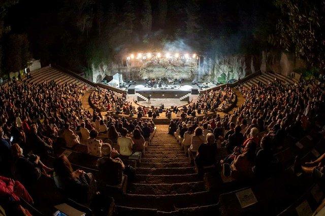 actuacio-de-la-maria-del-mar-bonet-teatre-grec-la-merce-photo-courtesy-of-Ajuntament-de-Barcelona-(CC-BY-NC-ND-4.0).jpg