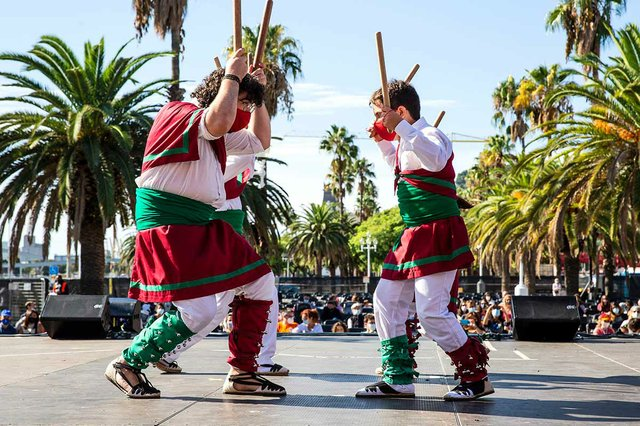 un-grup-de-ball-de-bastons-la-merce-photo-courtesy-of-Ajuntament-de-Barcelona-(CC-BY-NC-ND-4.0).jpg