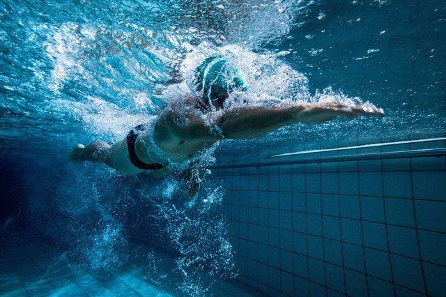 swimmer-training-by-himself.jpg